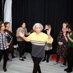 Artvinli kadın tiyatrocular, oyun gelirlerini sokak hayvanlarına bağışladı