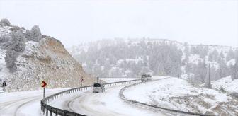 Sertavul Geçidi: Sertavul Geçidi'nde yoğun kar nedeniyle ulaşım kontrollü sağlanıyor