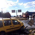 Burdur'da ticari taksi ile otomobil çarpıştı: 1 ölü, 5 yaralı