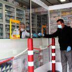 Eczanede koronavirüse karşı şeffaf naylonlu önlem