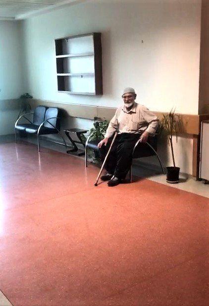 Karantinaya alınan yaşlı adam görevlilere zorluk çıkardı