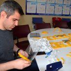 Kütahya Gençlik Merkezi sağlık çalışanları için koruyucu maske üretimine başladı