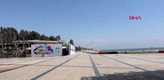 Mersin 'evde kaldı', sahil boş kaldı