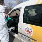 Büyükşehir Belediyesi dolmuş, ticari taksi ve servisleri dezenfekte ediyor