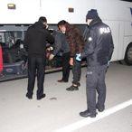 Byeşehir'de polis uygulama noktasında yolcu otobüsünde koronavirüs denetimi
