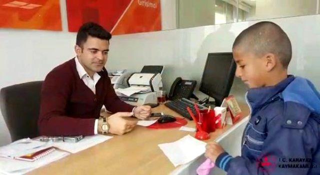 9 yaşındaki Devran, kumbarasındaki 29 lirayı 'Biz Bize Yeteriz Türkiyem' kampanyasına bağışladı