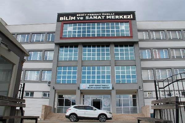 Amasya'da öğretmenler, siperlik maske üretiyor