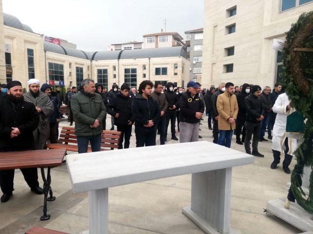 İstanbul Avcılar'da cenaze namazı salgın önlemleri altında kılındı