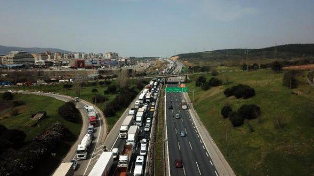 İstanbul'da kilometrelik koronavirüs kuyruğu! Teker teker ateşleri ölçüldü