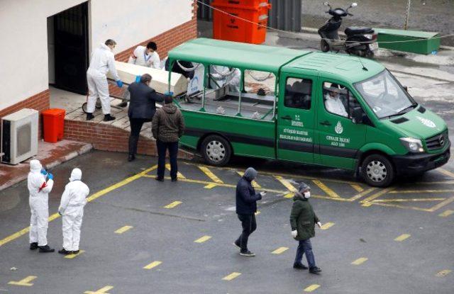 İstanbul'da ürküten koronavirüs fotoğrafları! 4 cenaze aracı arka arkaya dizildi