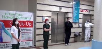 BİTLİS Tatvan'da sağlık çalışanları, hayatını kaybedenler anısına saygı duruşunda bulundu