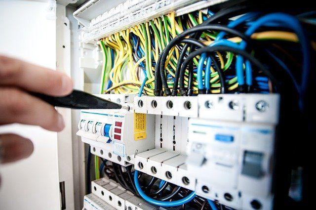 Elektrik faturasından nasıl tasarruf yapabiliriz? Elektrik tasarruf yolları nedir? Koronavirüs nedeniyle evde olanlara elektrik tasarruf yöntemleri!