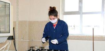 Pakpen: Lise öğrencileri, sağlık çalışanları için siper maske üretiyor