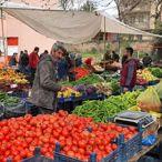Ergani'de semt pazarları okul bahçelerinde kuruldu