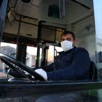 Kocaeli Büyükşehir Belediyesi toplu taşıma kullananlara 25 bin maske dağıttı