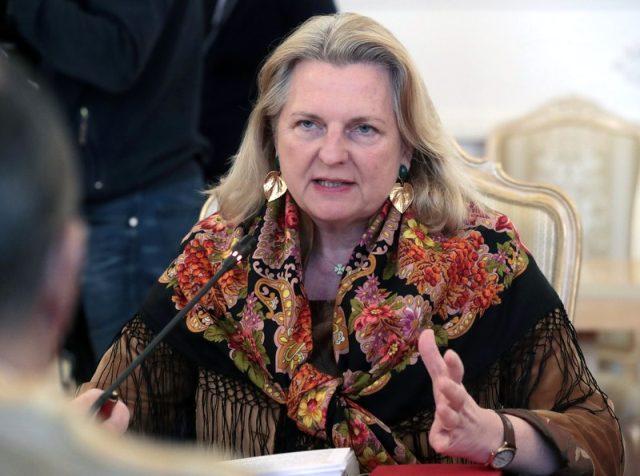 Eski Avusturya Dışişleri Bakanı Kneissl, eşinden şiddet gördüğünü açıkladı