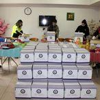 Sakarya'da polis memurlarından ihtiyaç sahibi ailelere gıda yardımı