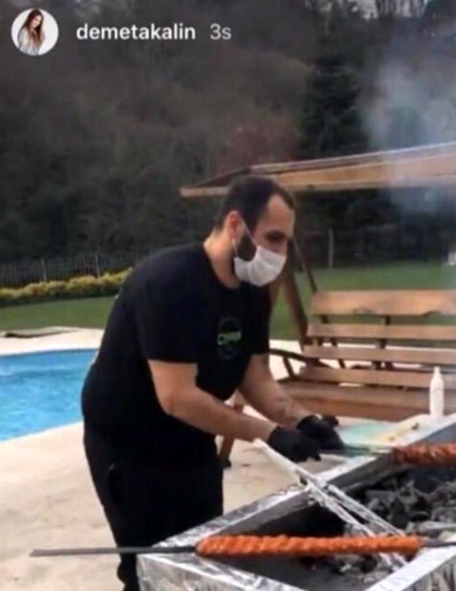 Sürekli evde kal çağrısı yapan Demet Akalın, evinde kebap partisi verdi