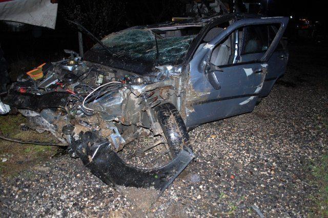Takla atıp şarampole yuvarlanan aracın sürücüsü, kıl payı kurtuldu