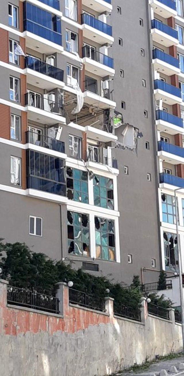 Esenyurt'ta bir binada meydana gelen patlama sonrası olay yeri savaş alanına döndü