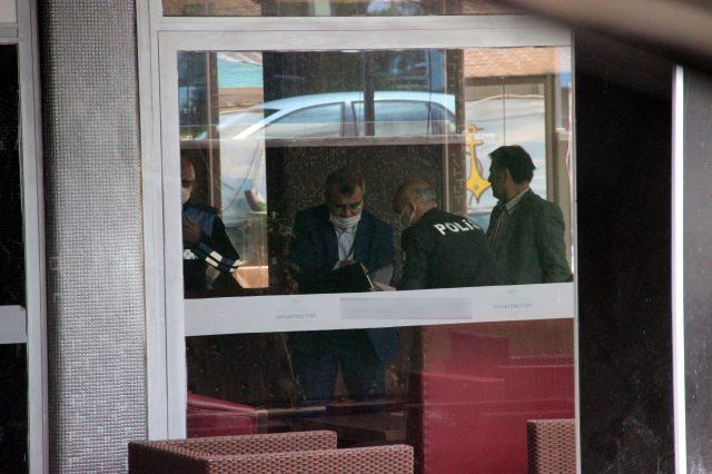 Otel işletmecisi, kız öğrencilerin odasını basıp adeta terör estirdi