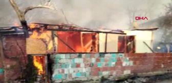 DÜZCE Baba ve oğlunu öldüren kişinin evi alev alev yandı