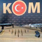 Malatya'da kalaşnikof ve uzun namlulu tam otomatik silah bulundu