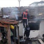 Pamukova'da ahşap evde çıkan yangın söndürüldü