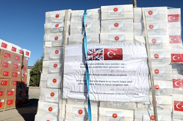Türkiye, İngiltere'ye koronavirüs için yardım malzemesi yolladı