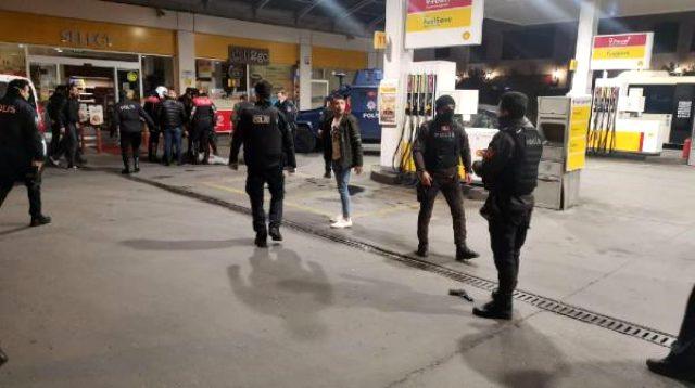 Beyoğlu'nda yol kontrolü yapan polislere ateş açıldı: 2 polis yaralı