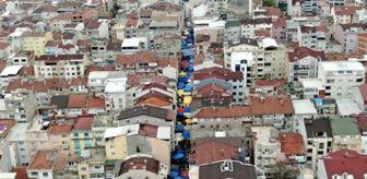Bursa'da sosyal mesafeye uyulmayan semt pazarı, koronavirüse davetiye çıkarıyor