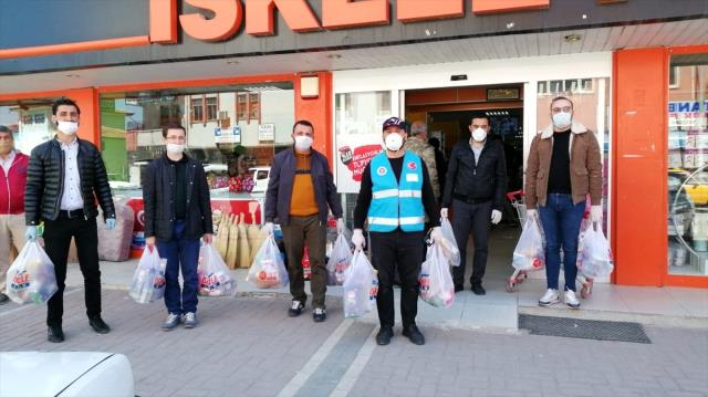 Yozgat'ın Kaykılı köyü imamı ihtiyaç sahibi vatandaşların yardımına koşuyor