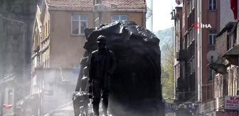 Zonguldak'ta sokaklar boş kaldı, ekipler temizliğe başladı