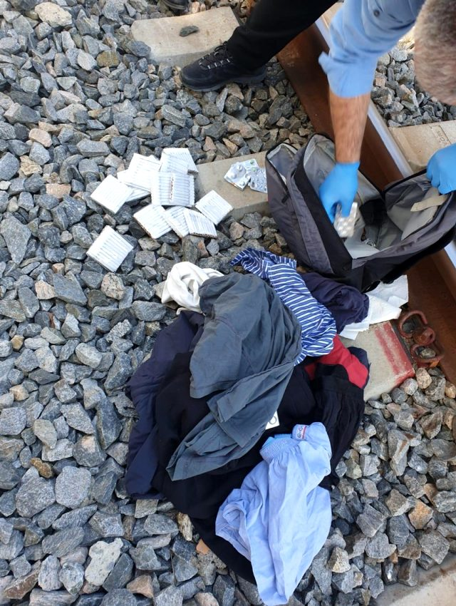 'Çantamda bomba var, beni vurun' diyerek raylara oturan kişinin hayatında dram çıktı