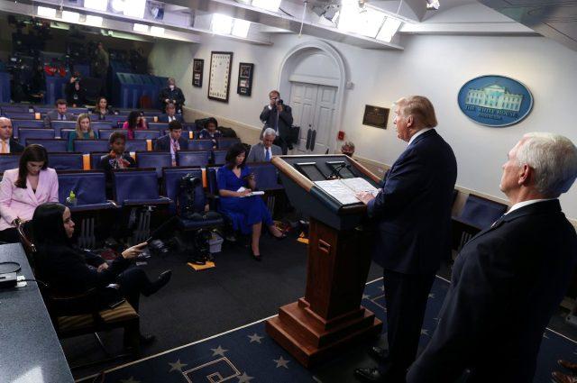Dezenfektan önerisiyle alay konusu olan Trump, soru almadan basın toplantısından ayrıldı