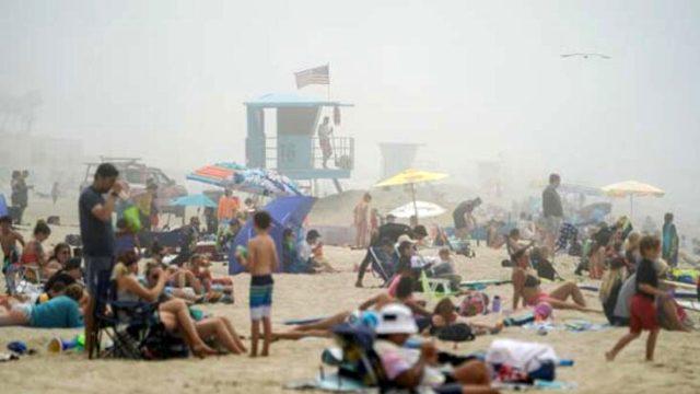 Koronavirüsün merkez üssü ABD'de, vatandaşlar akıllanmıyor: Plaja akın ettiler