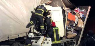 Hayri Yorulmaz: TEM'de kargo yüklü iki kamyon çarpıştı: 1 yaralı