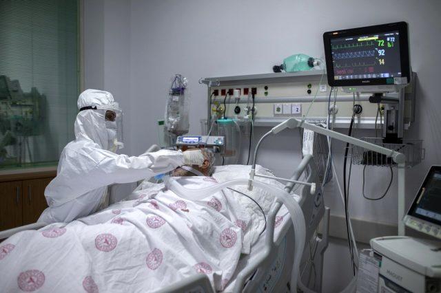 Sağlık çalışanlarının koronavirüs ile mücadelesi! İşte yoğun bakımda geçen bir gün