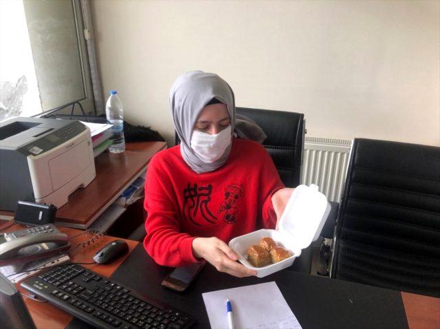 Karantinadaki kadın mühendis, yurt çalışanlarına teşekkür için 30 tepsi baklava ısmarladı