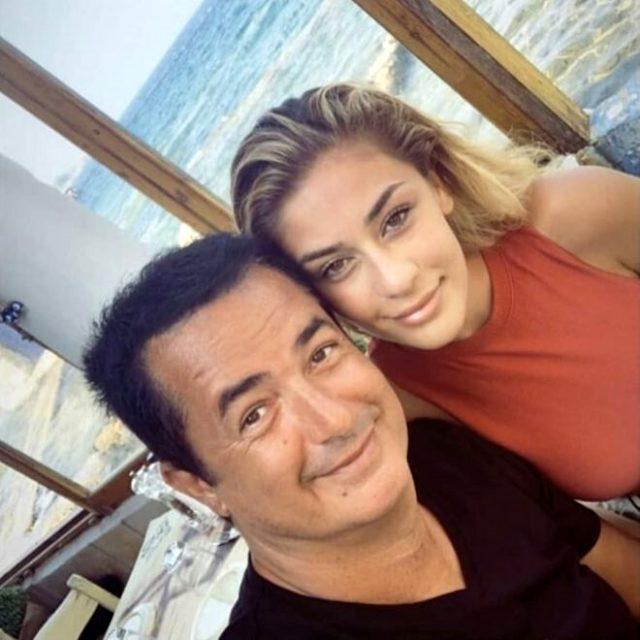 Acun Ilıcalı, Dominik'te mahsur kaldığı 20 yaşındaki sevgilisiyle sarmaş dolaş poz verdi