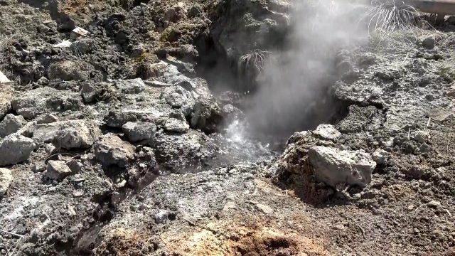 Denizli'de yeraltı su kaynaklarındaki sıcaklığın 80 dereceye ulaşması vatandaşları ve bilim insanlarını tedirgin etti