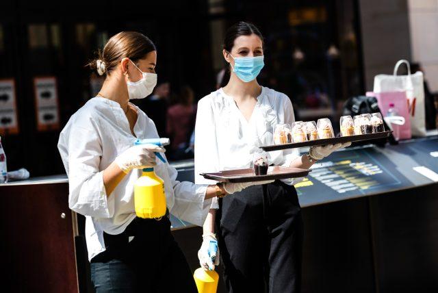 Tedbirleri gevşeten Almanya'da koronavirüsün bulaşma oranı arttı