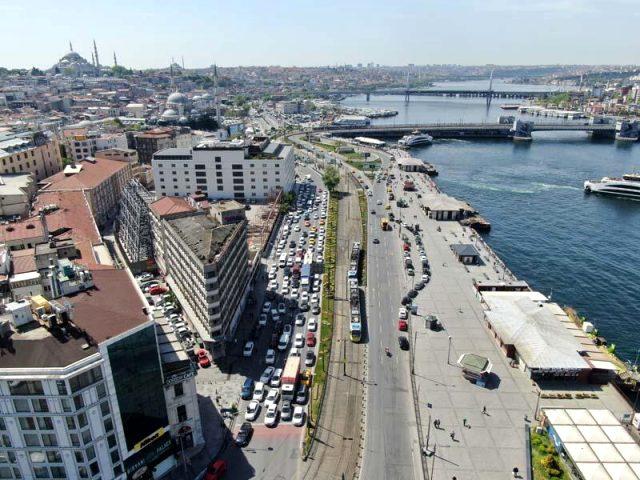 İstanbul'da trafik yoğunluğu koronavirüs öncesi döneme geri döndü