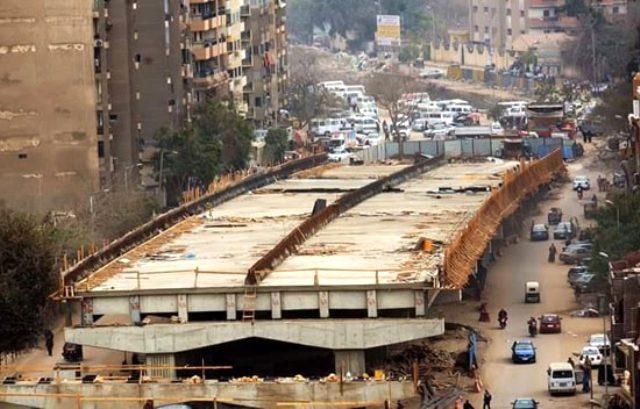 Mısır'da inşa edilen Kral Abdullah Köprüsü, evlerin balkonlarına dayandı