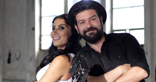 Şarkıcı İrem Derici, babasının evliliklerdeki '4 öpücük' formülünü anlattı