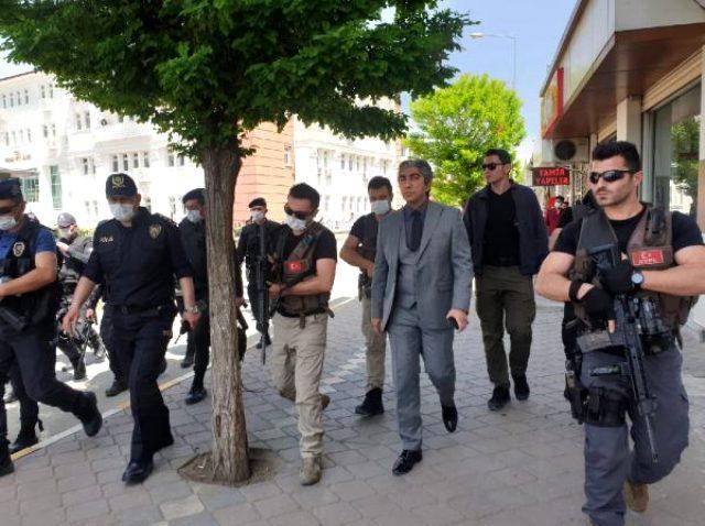 Iğdır Emniyet Müdürü'nden HDP'li vekile: Van'da 2 vatandaşım katledilmişti, onu savun