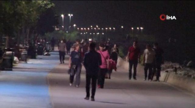 İstanbul'da ısınan hava sonrasında sahillere akın eden vatandaşlar, koronavirüs önlemlerine uymadı