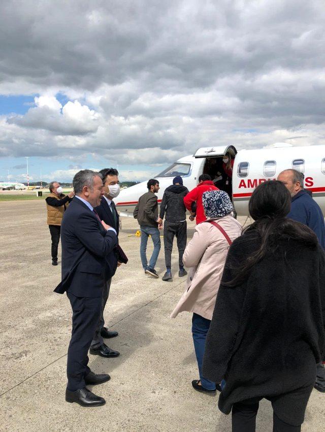 Lösemi hastası Türk vatandaşı, tedavi için ambulans uçakla Hollanda'dan Türkiye'ye getirildi