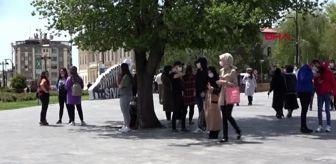 Sivas'ta cadde ve sokaklarda 15-20 yaş yoğunluğu