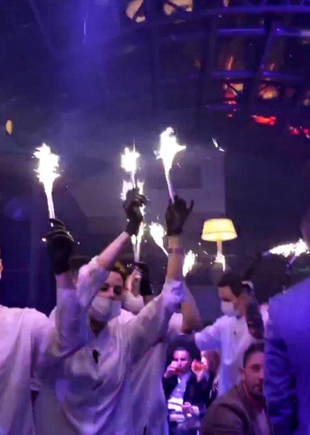 Korona tedbirleri kısmen kaldırıldı, gece kulüpleri doldu taştı! Sosyal mesafe hiçe sayıldı